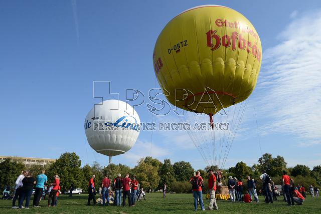 Start plynových balónů z Letné v Praze